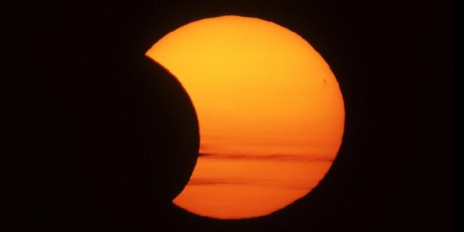 Eclissi del 20 Marzo, i consigli per ammirarla ben protetti