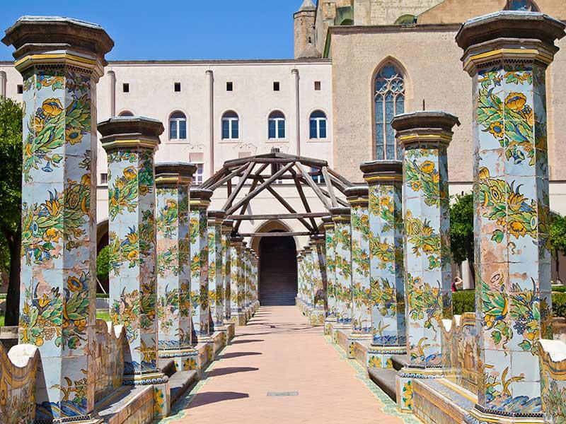 Chiostro maiolicato di Santa Chiara a Napoli - laCOOLtura 9c0db721cf9b