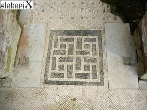Pavimenti decorati a mosaico in Villa dei Papiri