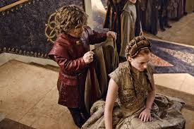 nella serie Sansa si inginocchia davanti a Tyrion