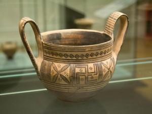 svastica su vaso greco