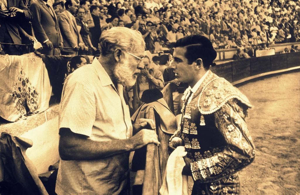 Ernest Hemingway e il torero Antonio Ordóñez.