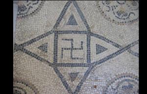 mosaico romano con svastica
