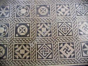 mosaico con svastica