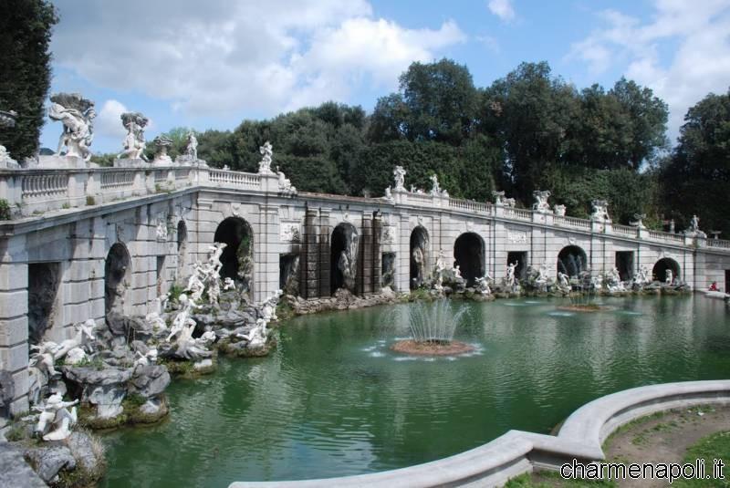 I giardini le fontane e le cascate della reggia di - Giardini con fontane ...