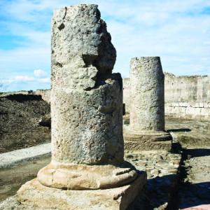 Resti di Colonne trovate nel parco archeologico di Sibari