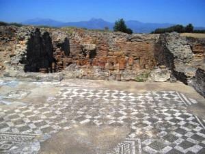 Esempio di pavimento a mosaico rinvenuto a Sibari