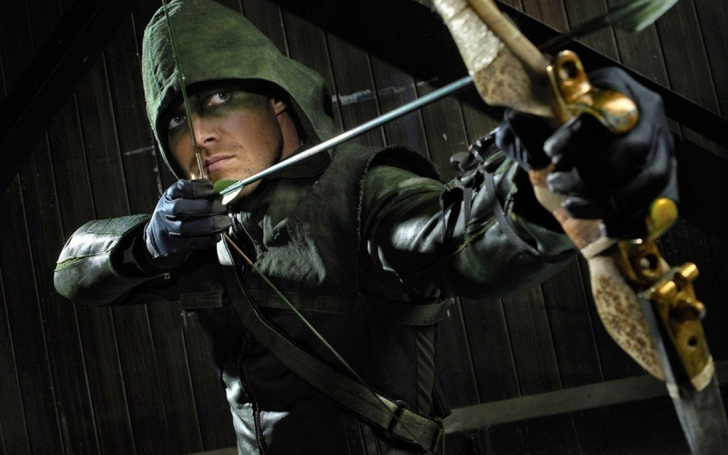 Il protagonista di Arrow con le sue frecce modificate