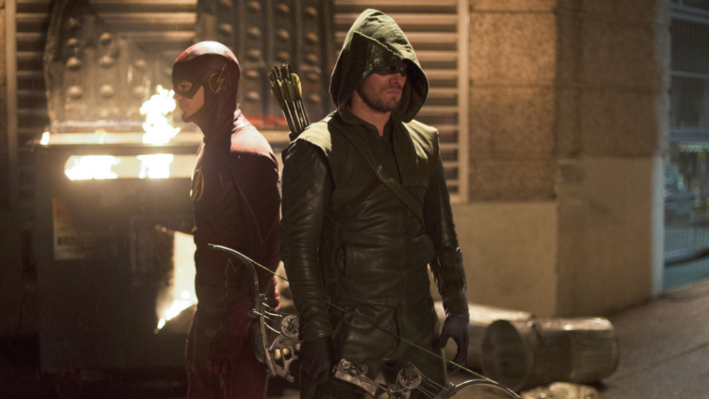 Flash e Arrow lavorano fianco a fianco in un crossover
