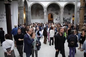 Laurie Anderson, inaugurazione della mostra The Withness of the body Napoli, Chiostro di Santa Caterina a Formiello Fonte: www.artribune.com Napoli