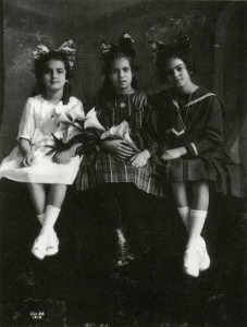 Frida Kahlo, sua sorella e Isabel Campos