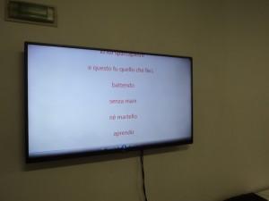 Poesia di Pablo Neruda, fonte di ispirazione per il ciclo La statua cieca di Mafonso, leggibile sullo schermo della televisione installata nel d2.0 box Fonte: Angelo Marino