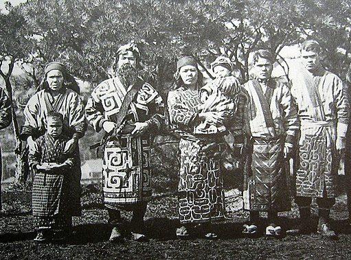 Ainu i giapponesi dalle lunghe barbe