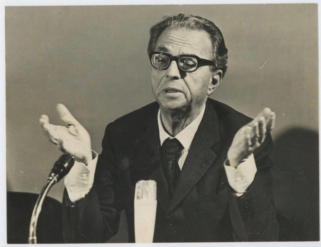 Ugo La Malfa durante un discorso