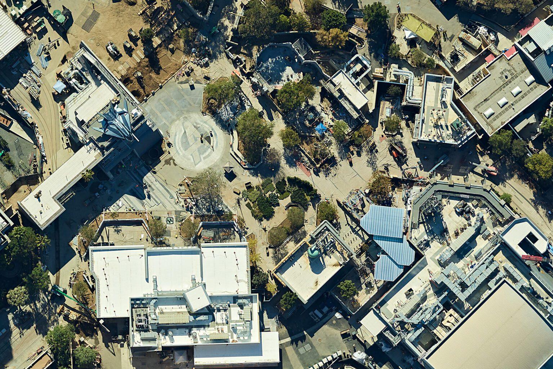 Visuale aerea dell'Avengers Campus in California